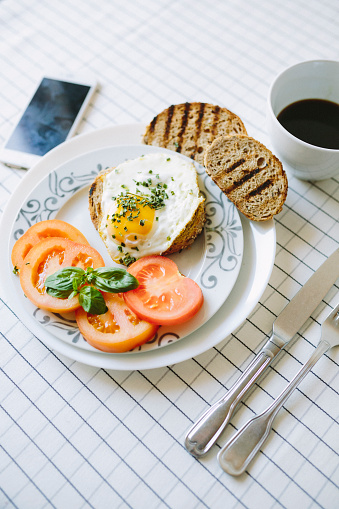 Dining Table「Breakfast wth eggs, avocados, coffe and tomatoes」:スマホ壁紙(13)