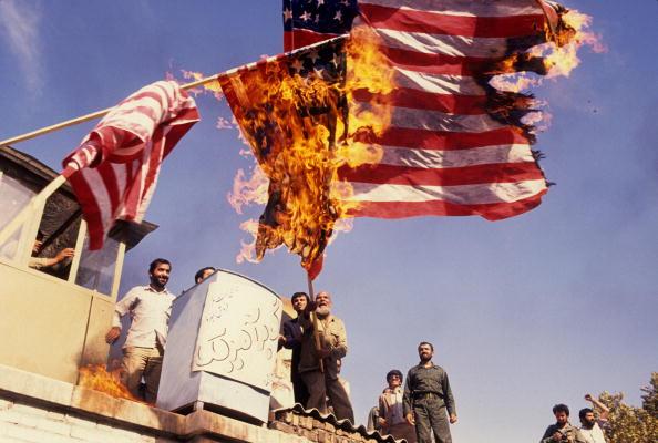 Tehran「Flag Burning In Tehran」:写真・画像(18)[壁紙.com]