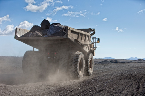 Construction Vehicle「Dump truck with rocks on dirt road」:スマホ壁紙(0)