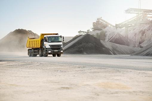 Millennial Generation「Dump truck at quarry」:スマホ壁紙(18)