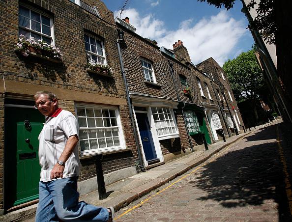 Sidewalk「Little Green Street Included In Worldwide Travel Book」:写真・画像(4)[壁紙.com]