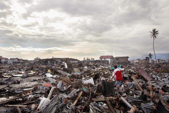 Tsunami「Banda Aceh Struggles After Devastating Quake」:写真・画像(9)[壁紙.com]