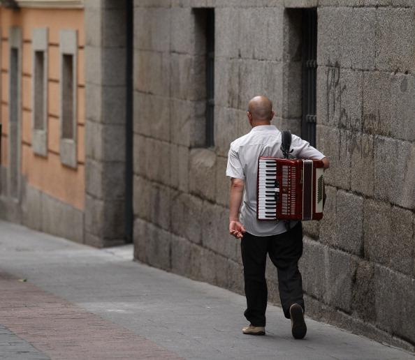 Accordion - Instrument「Spain Struggles With Continued Economic Downturn」:写真・画像(3)[壁紙.com]