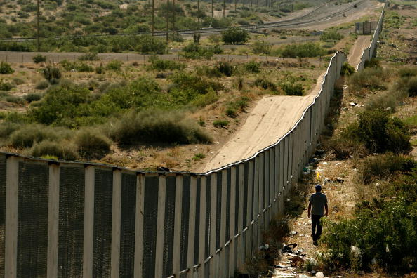 Mexico「Border Patrol Agents Monitor US-Mexico Border」:写真・画像(10)[壁紙.com]