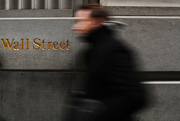 Finance「Wall Street Investors Push Dow Jones Up Over 180 Points On Day Trump Signs Financial Industry Deregulation Executive Order」:写真・画像(0)[壁紙.com]