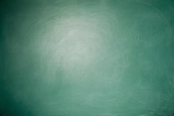 Full Frame Blank Green Blackboard Background With vignette around:スマホ壁紙(壁紙.com)