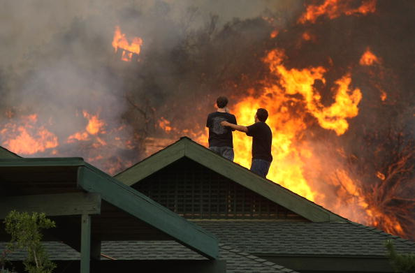 Rooftop「The Station Wild Fire Spreads To Over 100,000 Acres North Of Los Angeles」:写真・画像(15)[壁紙.com]