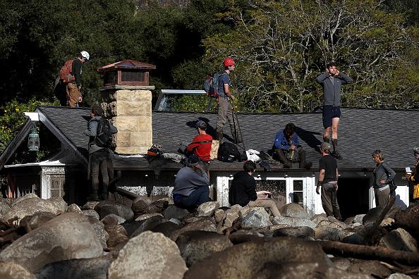 カリフォルニア州「Mudslides Kill Over 10 People In Montecito, Where Wildfire Scorched Hillside」:写真・画像(4)[壁紙.com]