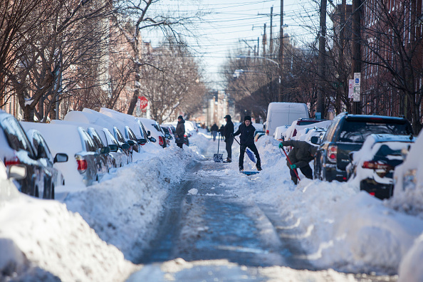 Snow「Huge Snow Storm Slams Into Mid Atlantic States」:写真・画像(6)[壁紙.com]