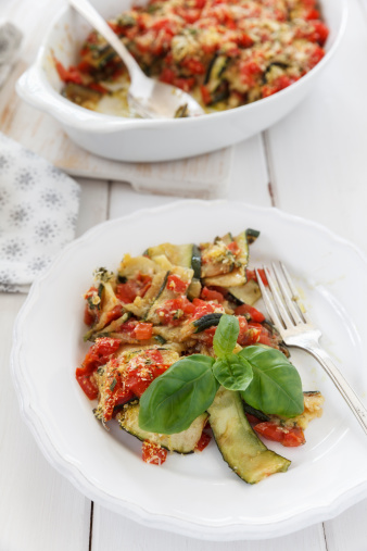 Scalloped - Pattern「Zucchini Tomato Gratin in gratin dish and on plate」:スマホ壁紙(0)
