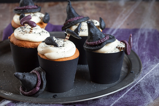 ハロウィン「Halloween cupcakes with crashed witches topping」:スマホ壁紙(12)