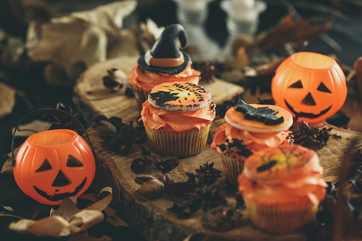 Halloween Party「Halloween cupcakes with pumpkin lanterns」:スマホ壁紙(19)