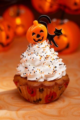 ハロウィン「Halloween cupcake」:スマホ壁紙(16)