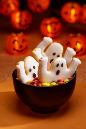 ハロウィンパーティー「Halloween Cookies in Bowl of Candy」:スマホ壁紙(17)