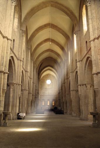Abbey - Monastery「Inside of Fossanova Abbey Church with Light Shining Through Window」:スマホ壁紙(11)