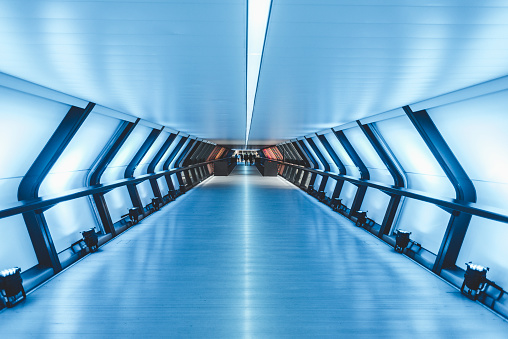 Unrecognizable Person「Futuristic pedestrian tunnel」:スマホ壁紙(12)
