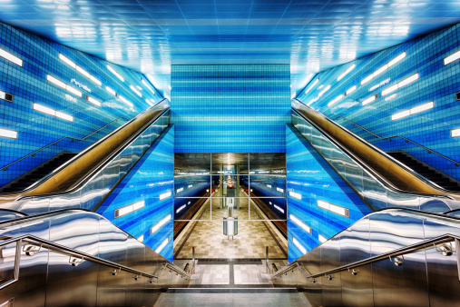 Passenger Train「Futuristic Subway Station」:スマホ壁紙(11)