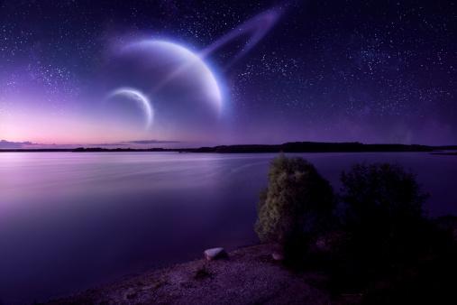 月「未来的な夜の海」:スマホ壁紙(5)