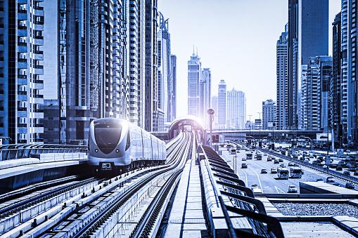 Avenue「Futuristic metro along Sheikh Zayed Road, Dubai, United Arab Emi」:スマホ壁紙(2)