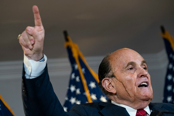Pushing「Rudy Giuliani And Trump Legal Advisor Hold Press Conference At RNC HQ」:写真・画像(18)[壁紙.com]