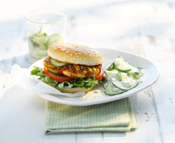 Chickenburger with cucumber salad and yogurt sauce:スマホ壁紙(壁紙.com)