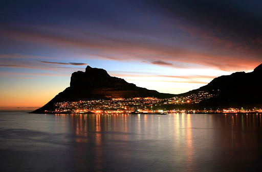 Peninsula「The city lit up at sunset in Hout Bay」:スマホ壁紙(15)