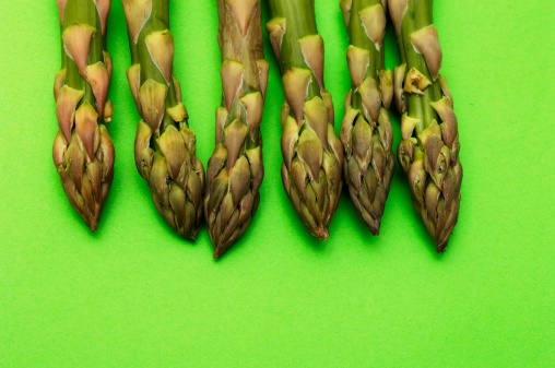 Asparagus「asparagus spears isolated against green」:スマホ壁紙(9)