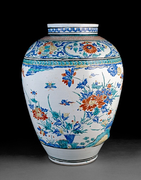 Vase「Misshapen Baluster Jar With Flowers」:写真・画像(11)[壁紙.com]