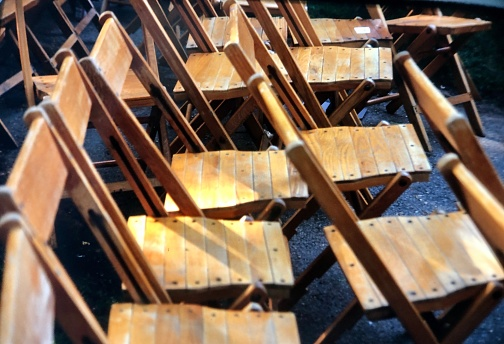 Graduation「Rows of empty wooden chairs outdoor graduation」:スマホ壁紙(16)