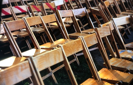 Graduation「Rows of empty wooden chairs outdoor graduation」:スマホ壁紙(10)