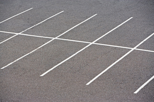 Parking Lot「Rows of empty parking spaces」:スマホ壁紙(4)