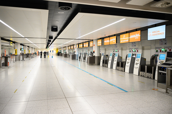 Airport Terminal「Rapid Covid Testing Launches At Gatwick Airport」:写真・画像(12)[壁紙.com]