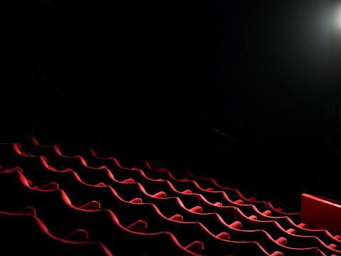 ������「Rows of empty red cinema seats」:スマホ壁紙(9)