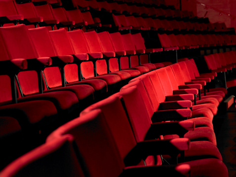 Seat「Rows of empty red cinema seats」:スマホ壁紙(6)