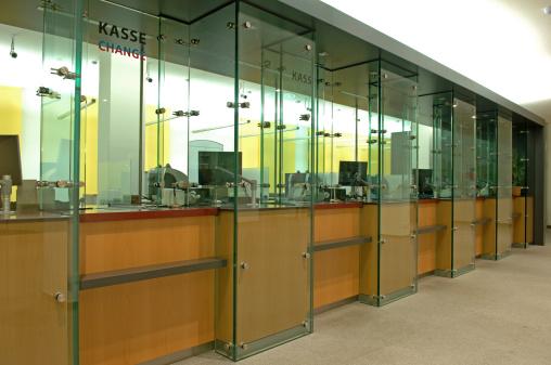 Banking「counter in a bank」:スマホ壁紙(7)