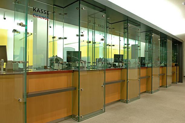 counter in a bank:スマホ壁紙(壁紙.com)