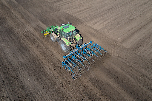 Plowed Field「Tractor with front and rear cultivator」:スマホ壁紙(3)