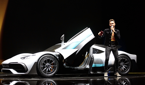 1人「Frankfurt Auto Show 2017」:写真・画像(19)[壁紙.com]