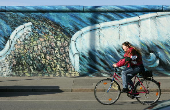East「Many Germans Want Berlin Wall Back」:写真・画像(4)[壁紙.com]