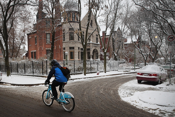 Weather「Snow And Low Temperatures Usher In Winter In Chicago」:写真・画像(2)[壁紙.com]