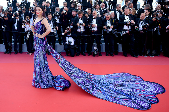 "Aishwarya Rai「""Girls Of The Sun (Les Filles Du Soleil)"" Red Carpet Arrivals - The 71st Annual Cannes Film Festival」:写真・画像(14)[壁紙.com]"