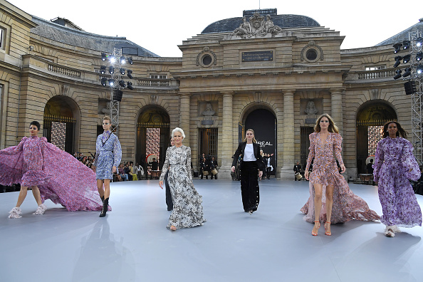 "L'Oreal Paris「""Le Defile L'Oreal Paris"" : Runway - Paris Fashion Week - Womenswear Spring Summer 2020」:写真・画像(2)[壁紙.com]"