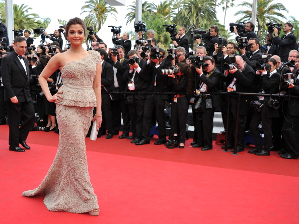 Asymmetric Dress「Opening Ceremony - 64th Annual Cannes Film Festival」:写真・画像(12)[壁紙.com]