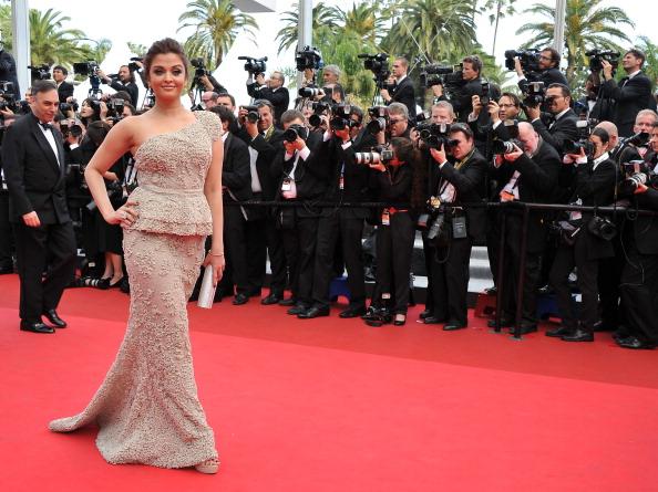アシメトリードレス「Opening Ceremony - 64th Annual Cannes Film Festival」:写真・画像(6)[壁紙.com]