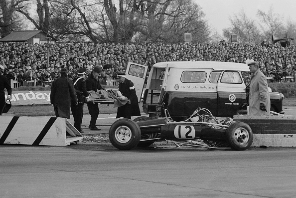 Victor Blackman「Jo Siffert Crash」:写真・画像(8)[壁紙.com]