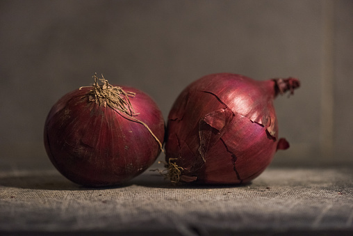 Spanish Onion「Red onion still life」:スマホ壁紙(3)