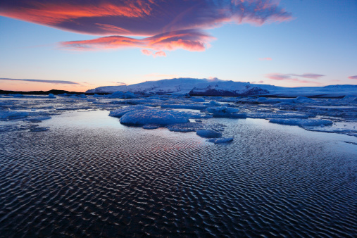Snowdrift「Glaciers drift on Jokulsarlon at Sunset, Iceland」:スマホ壁紙(10)
