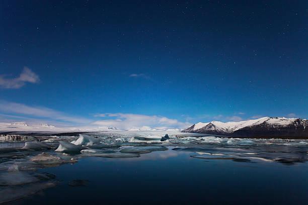 Glaciers drift on Jokulsarlon at night. Iceland:スマホ壁紙(壁紙.com)