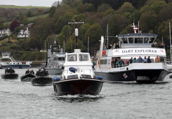 Passenger Craft「The Royal Navy Prepare For The Diamond Jubilee Thames Pageant」:写真・画像(0)[壁紙.com]