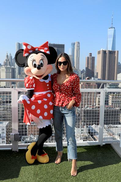 ミニーマウス「Minnie Mouse 90th Anniversary Celebration」:写真・画像(2)[壁紙.com]